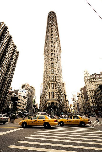 The construction on the Flatiron building in Manhattan, New York was completed in 1902 and back then it was one of the tallest buildings in the city. The name of the building makes reference to its resemblance to a cast-iron clothes iron. www.bbggadv.com