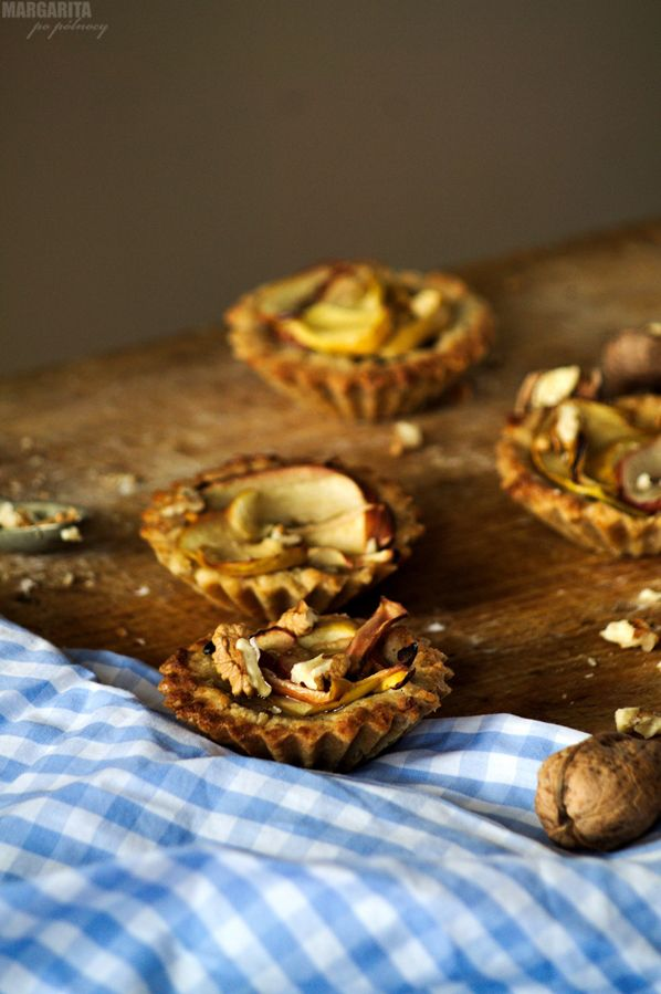 Tartaletki jabłkowe na orzechowym spodzie