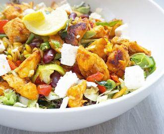 Groente salade met Thaise kip en feta