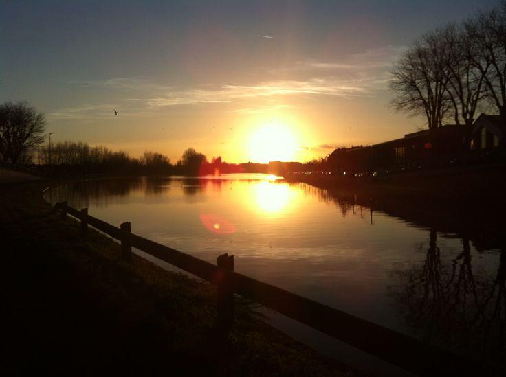 Soleil couchant sur le canal de Saint-Quentin