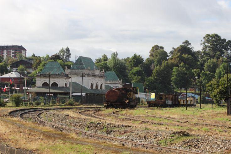 La primera estación de tren que tuvo la ciudad de Osorno. Hoy esta convertida en biblioteca. Febrero 2014
