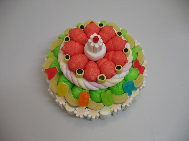 Torta di caramelle  #candy #cake #caramelle #marshmallow #auguri http://www.lemilleeunamella.it/