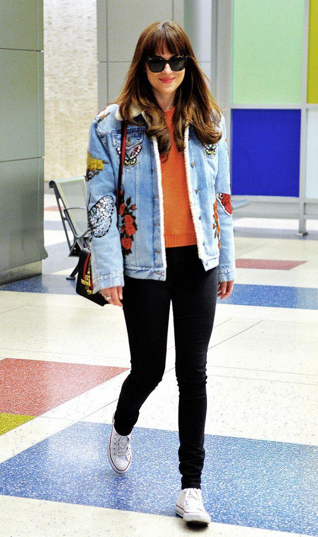 Dakota Johnson has mastered that cool girl skinny jeans look.