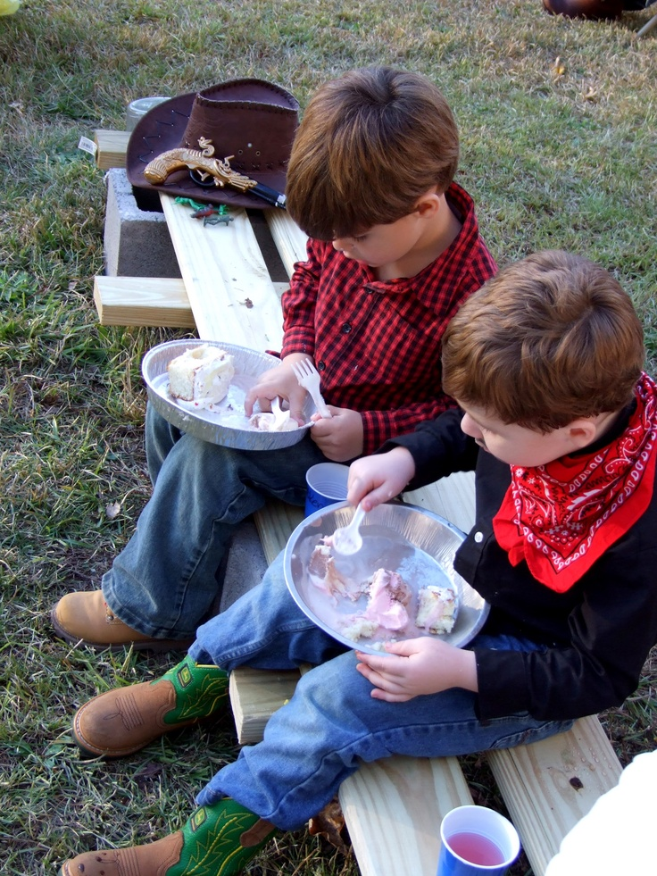 Cowboy party : Tin Plates. Use cheap pie pans. Brilliant!