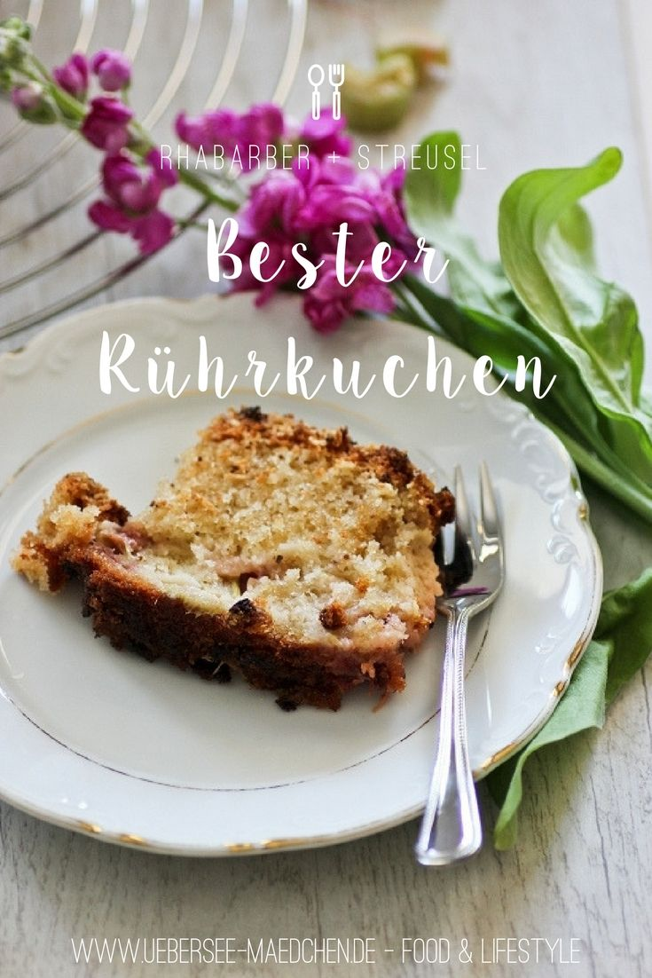 Rührkuchen mit Obst - geht immer, gelingt immer, schmeckt immer. Lieblingskuchen aus einer Kastenform mit Rhabarber und Haferflocken-Streuseln | Recipe for one of my favorite cakes with oats-streusel-topping and rhubarb in it - but it works well with every other fruit