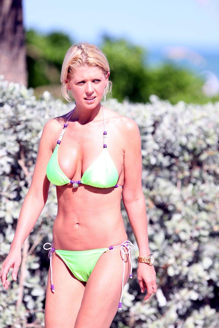 aAfkjfp01fo1i-26/loc1049/76722_Celebutopia-Tara_Reid_with_green_bikini_on_the_beach_in_Miami-24_122_1049lo.jpg