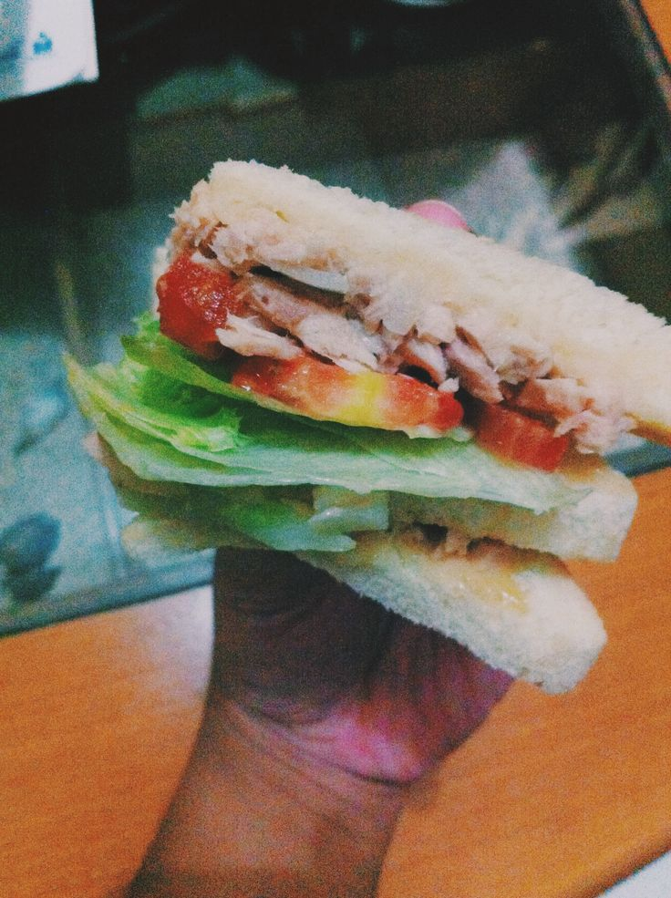 Tuna sandwich! I bet, a fish-taste-haters not including this snack for their fav! Hihii