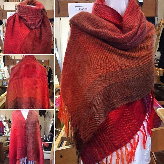 🍂🌰🍂🌰🍂🌰🍂🌰🍂🌰🍂 #handmade #handwoven #tessutoamano #wool #sciarpa #shawl #sciarpa #autunno #autumn #warmcolors #coloricaldi #tramedistoria #rosso #red