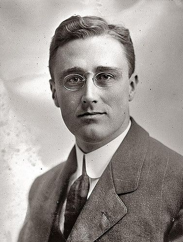FDR wore a rimless hoopspring or C bridge type pince-nez from his student days at Harvard in 1902 until his death in 1945.  It was a myth that he wanted to copy his 5th cousin Teddy by wearing a pince-nez... No FDR was following the most popular eyewear style of the era.