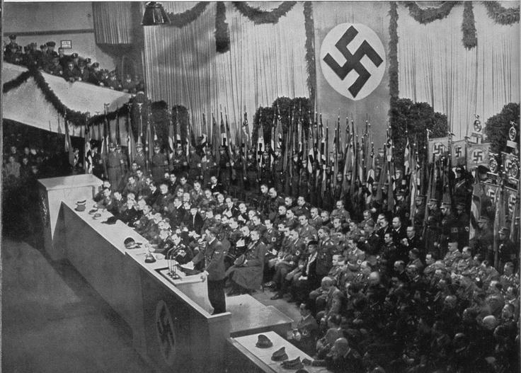 Der Führer eröffnet im Sportpalast zu Berlin das Kriegswinterhilfswerk.