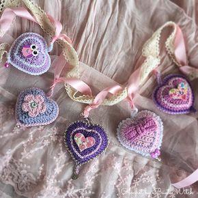 Nu har jag virkat några fler hjärtan!  Den svenska översättningen på mönstret hittar du i min blogg på söndag! #virka #virkat #crochet #hjärta #heart #diy #allahjärtansdag #happyvalentinesday #bautawitch