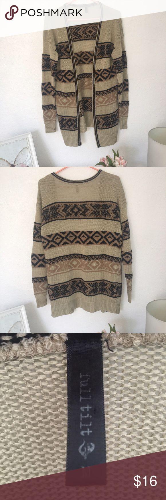 Tribal Print Cardigan🌼 Sz Medium Trick fabric but easy and comfortable to wear. Worn a couple times but in good conditions./ Tela gruesa pero muy cómoda. Fue usado un par de veces pero aún está en buenas condiciones. Full Tilt Sweaters Cardigans