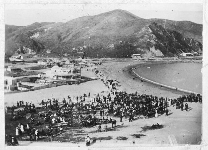 Crowd at the beach, Island Bay, Wellington, 1900. http://buff.ly/1JcMAEy