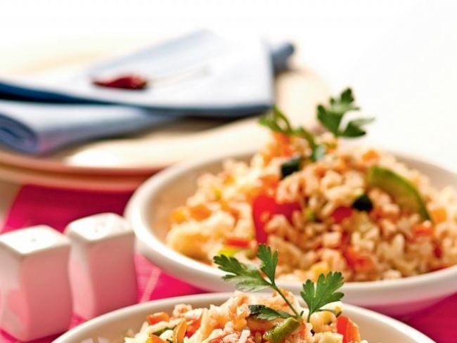 Ryż będzie miał ciekawy smak i kolor, jeżeli ugotujesz go z odrobiną kurkumy