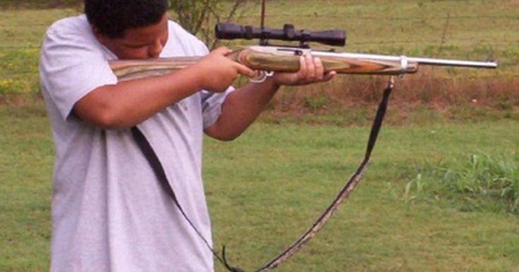 Cómo construir un campo de tiro. Las estadísticas indican que hay entre 77 y 100 millones de propietarios de armas en los Estados Unidos. Muchos de ellos disfrutan del tiro deportivo y tener un amplio patio trasero puede proporcionar horas de diversión. Centrar el rifle o asegurarse de su exactitud es de vital importancia antes de comenzar la temporada de caza; y un buen campo de ...