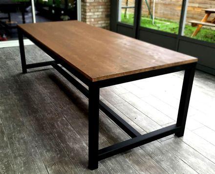 Table de salle à manger en acier noir mat et bois d'environ 12 personnes. Dimensions: Longueur: 250cm Largeur: 100cm Hauteur: 80cm Fabrication sur mesure, autres teintes - 12147865
