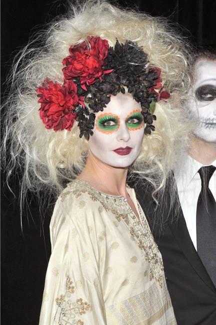 DIY Halloween Hair: DIY Halloween Hairstyles : An extravagent wig with flowers for a Dia de los Muertos celebrant