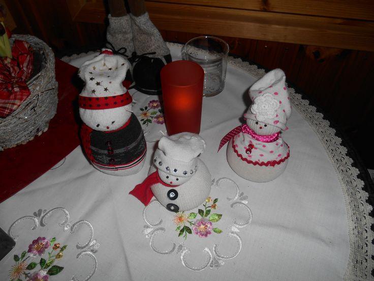 Sisko teki mulle lumi-ukkoja vanhoista sukista :)