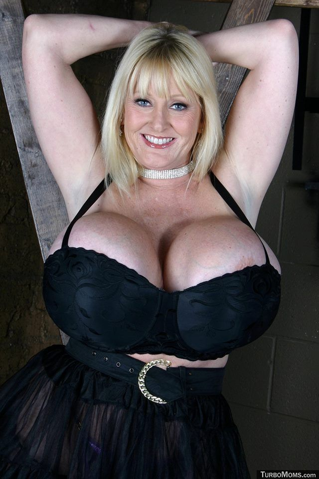 Nude black pussy creampie