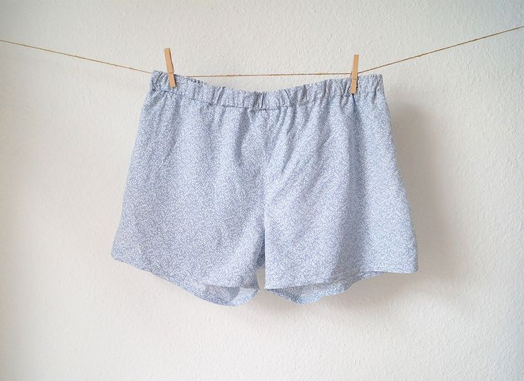 DIY, sewing: I like boxer shorts very much what I do not like is to buy boxer shorts in the underwear department for men. Every time I go there and I see a man (they usually tend to be older, unattractive and with a lot of body hair) who holds underwear in his hands, my imaginations starts and I do not want that! That is why I sewed my own boxer shorts out of a pillowcase.