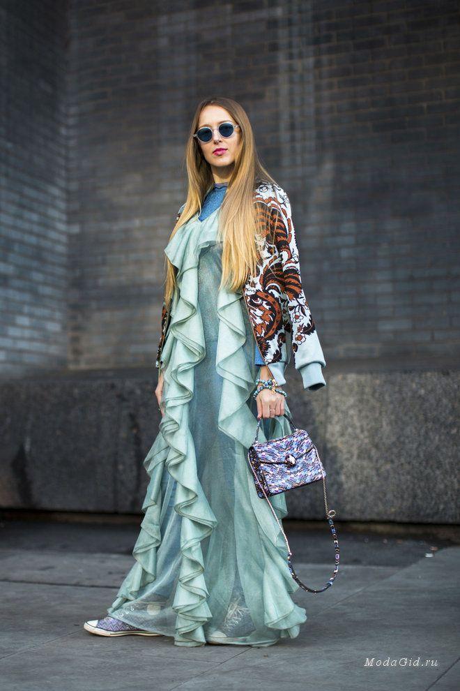 Уличная мода: Уличный стиль недели моды в Лондоне сезона осень-зима 2017-2018
