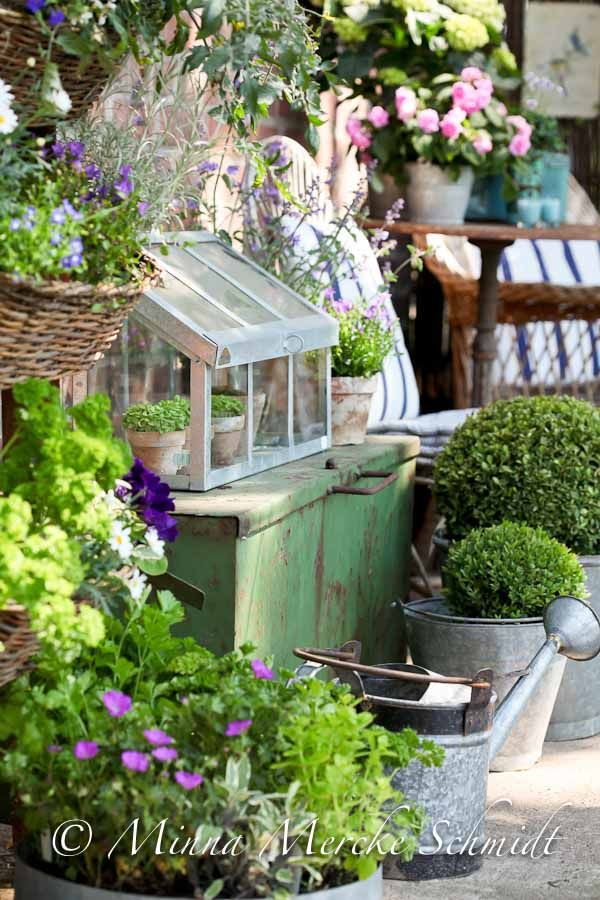 428 best images about potting benches on pinterest for Mini potting shed