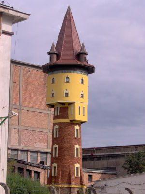 Zakładowa wieża ciśnień na terenie Ostrowieckich Zakładów Materiałów Ogniotrwałych.