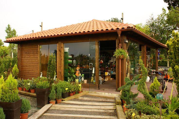 Porche a 4 aguas cerrado con cristal y madera www for Tejabanes para terrazas