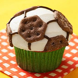 Birthday Cupcakes for end of the year soccer party!! :)
