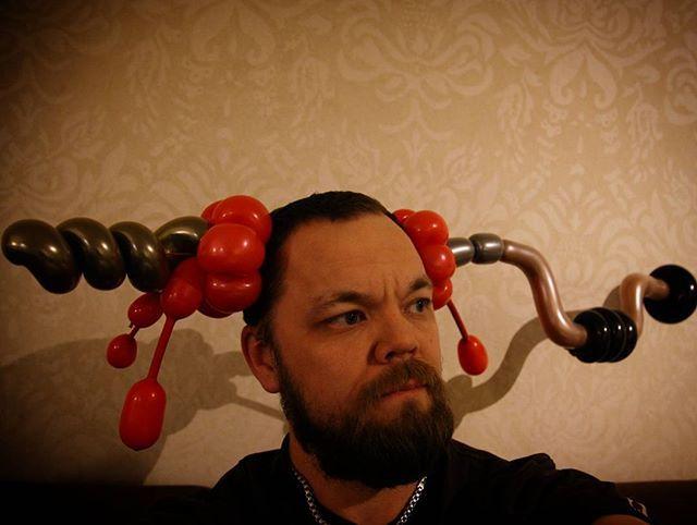 Drilling my brain out... ;-) Inspired by @csatai_gergo and @martinlemireclown  #balloon #balloonart #drill #blood #humor #joke #balloonhumor #balloonjoke #ilmapallo #ilmapallotaide #drillingmybrain #justforfun #justforfunballoon #violent #hole #love #brain #bloody #adult
