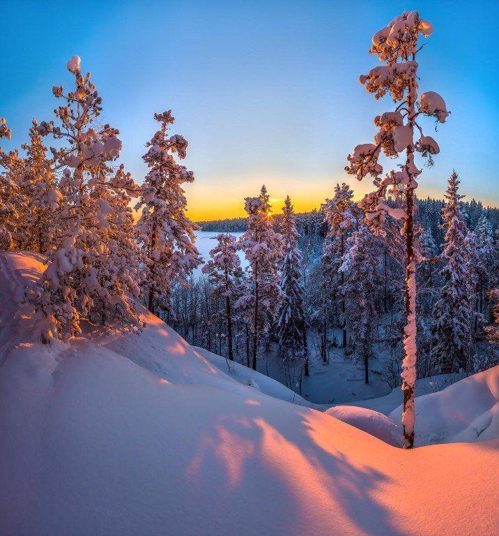 Зимний закат на озере Пестово, Ленинградская область.