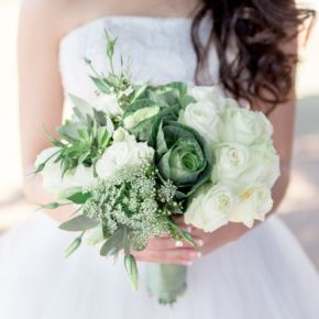 Greenery Bridal Bouqet | A Dream Safari Real Wedding | www.guidesforbrides.co.uk #greenery #weddingflowers