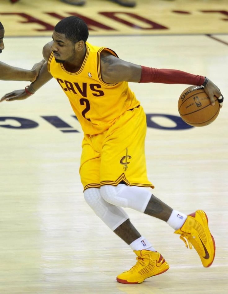 Kyrie Irving behind the back crossover | basketball players ...