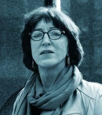 Norvège : John Jeanette, transgenre norvégienne, s'est toujours sentie femme, fait carrière dans l'armée comme marin, dans le civil portant des habits de femme vivant sa vraie identité. Retraitée, elle entame une procédure pour modifier son état-civil et être reconnue comme femme, se bat pour faire évoluer la loi. www.amnesty.fr/Nos-campagnes/Lutte-contre-les-discriminations/Actions/Norvege-changez-etat-civil-de-John-Jeanette-12981