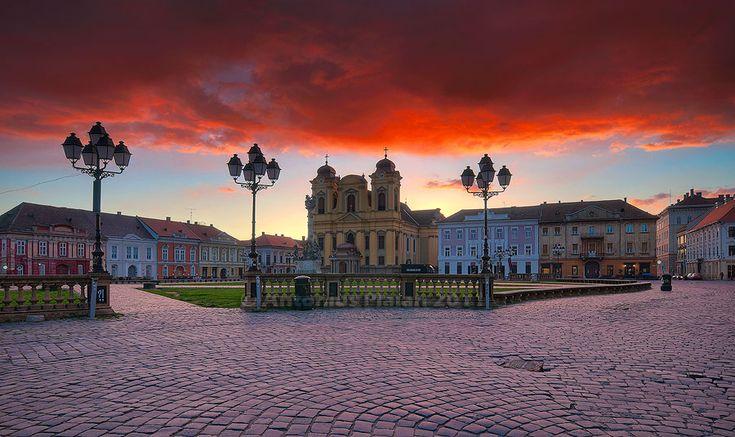 Timisoara_-_Union_Square_at_sunrise