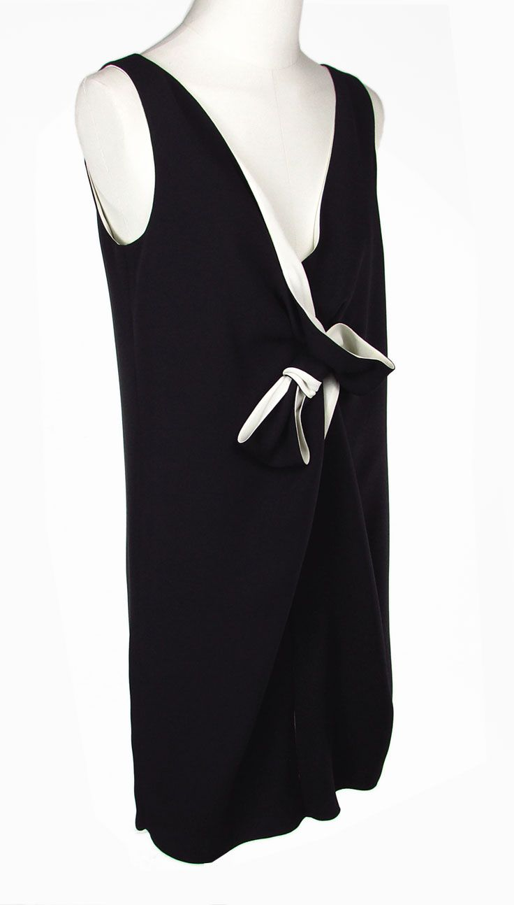 LANVIN. Abito di Seta. Silk Dress.  Sleeveless dress with bow. V-neckline with front slit. Black. 100% Silk.  Abito senza maniche con fiocco. Colore nero. Scollatura a V con spacco anteriore. 100% Seta.  #lanvin #silk dress #dress #sleevelessdress #vneckline #silk #abitodiseta #abitosenzamaniche #fiocco #scollaturaav #spacco #seta #montorsimodena