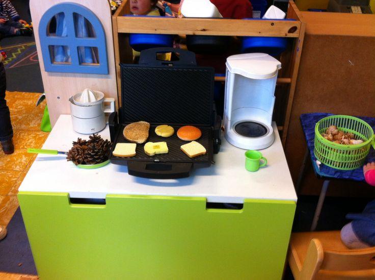 Oude elektrische toestellen die de ouders meegeven. ( tafelgrill, sinaasappelpers, koffiezet, Weegschaal, mixer, broodrooster, stofzuiger,....)