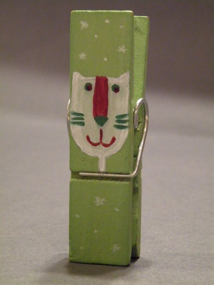 Quiltycat: Painted clothes pins tutorial