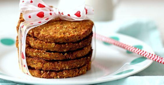 Recept na Mrkvové sušenky z kategorie snadno a rychle, fitness, pro začátečníky, vegetariánské, veganské:  1 velká mrkev (cca 140 g), 100 g jemně mle...