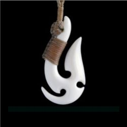 ボーンカービング・ネックレス/ペンダント・フィッシュフック 【マオリのアクセサリー】 117b