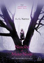 """Escrita por C.C. Hunter, pseudônimo de Christie Craig, a série """"Acampamento Shadow Falls"""", possui no momento 5 livros lançados nos EUA,..."""