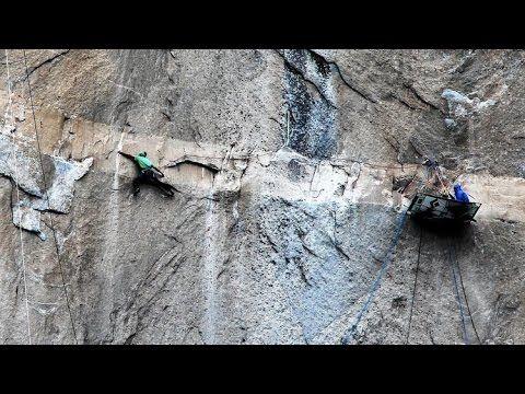 Video Dua Pemuda Hebat Panjat Tebing Dengan Tangan Kosong