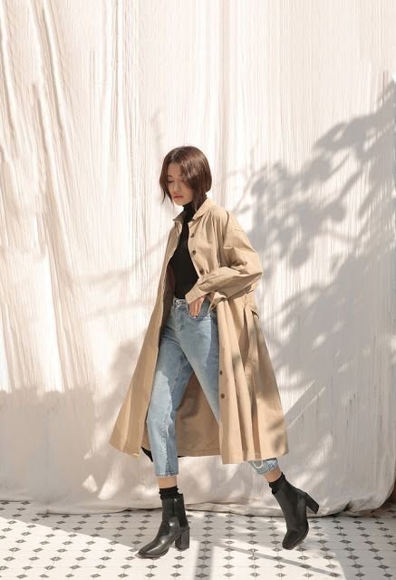 Trench coat, black turtleneck, mom jeans, black boots  – Outfit ideas for ageless style