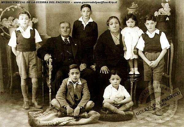 Soldado del Regimiento Zapadores, José de las Nieves Roa (Retratado junto a su familia) Veterano de las batallas de Chorrillos, Miraflores y Huamachuco