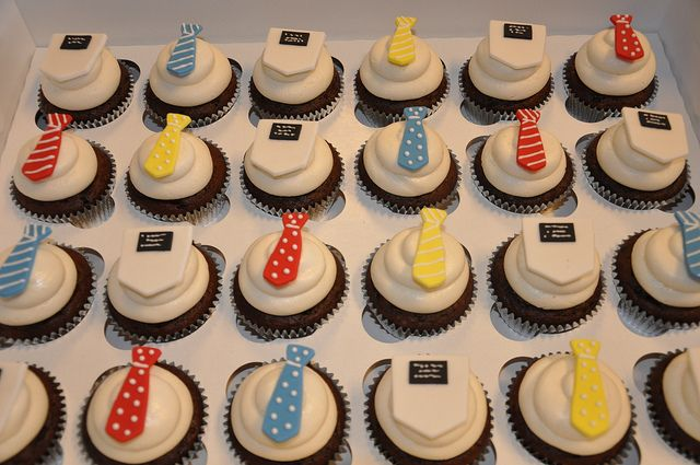 missionary cupcakes: Baptisms Party, Cakes Cupcake, Missionaries Cupcakes 8Th, Baptisms Cakes, Missionaries Cupcakes Easy, Father'S Day Cupcake, Cupcake Farewell, Baptisms Sud, Cute Cupcake