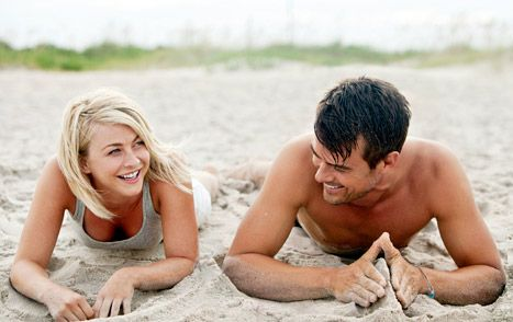 "Julianne Hough and Josh Duhamel in ""Safe Haven"""