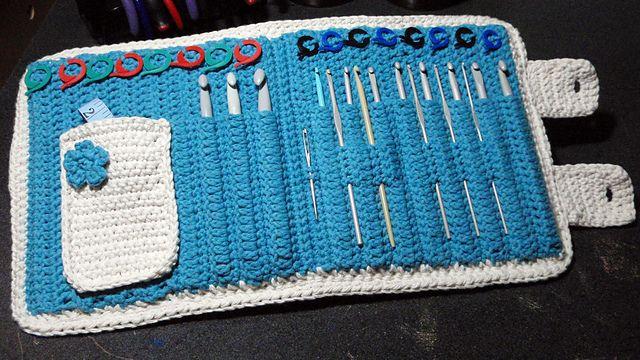 Crocheted crochet hook case Tutorial ♡ Teresa Restegui http://www.pinterest.com/teretegui/ ♡