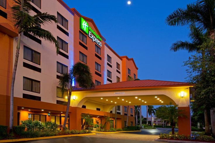 FT LAUDERDALE AREA   Hot breakfast - fridge and micro in room  US$122 Located just off I-595, this Davie hotel Offers free shuttle service to and from Fort Lauderdale International Airport.