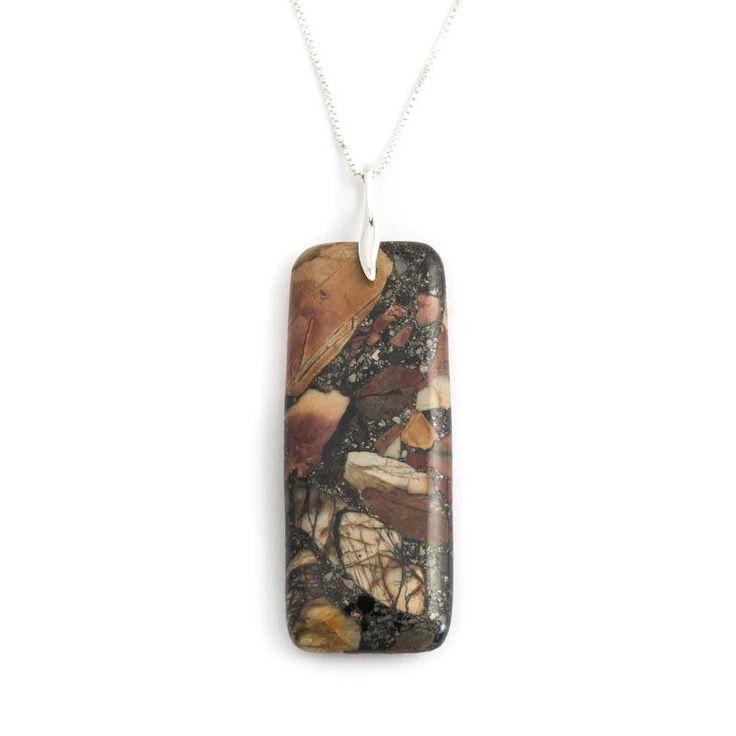 Een schitterende sieraden set van een halsketting met hanger en daarbij passende oorbellen in het prachtige Picasso Jaspis. Heel bijzonder!