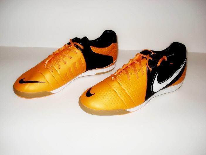 Кроссовки для футбола заказать